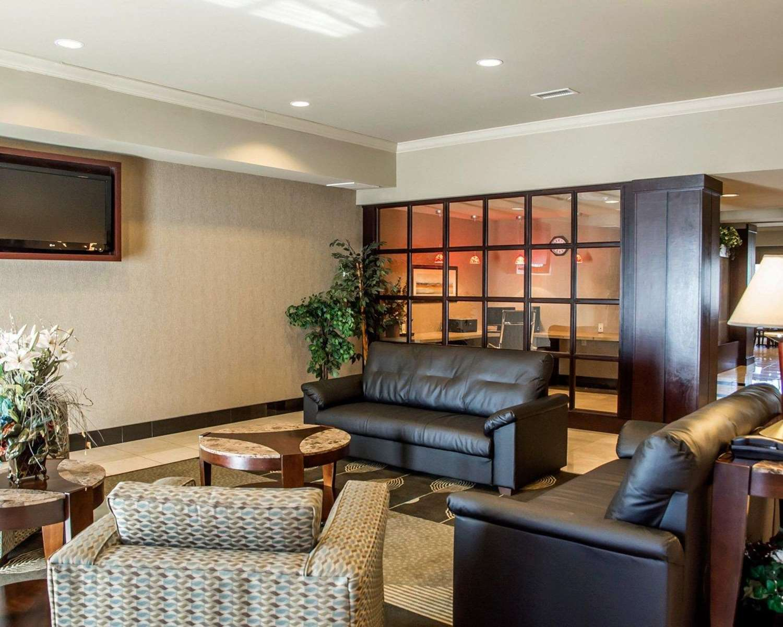 Lobby - Comfort Suites Forest Park