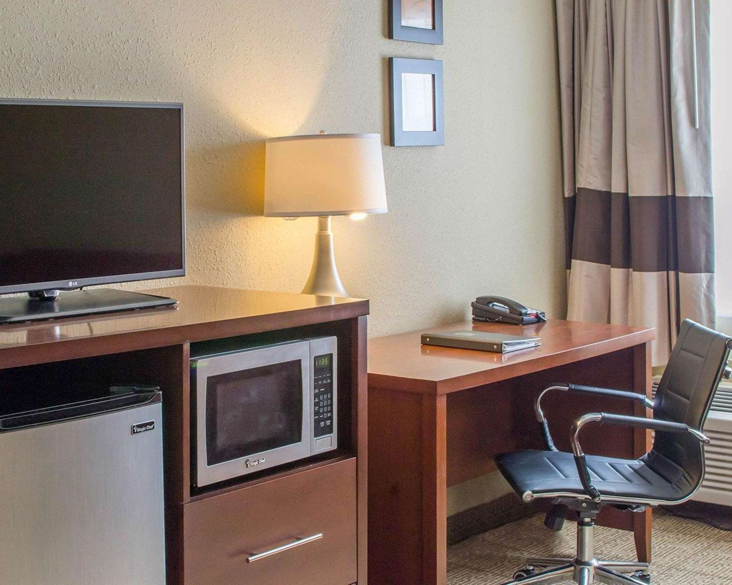 Room - Comfort Inn Mayfield Heights