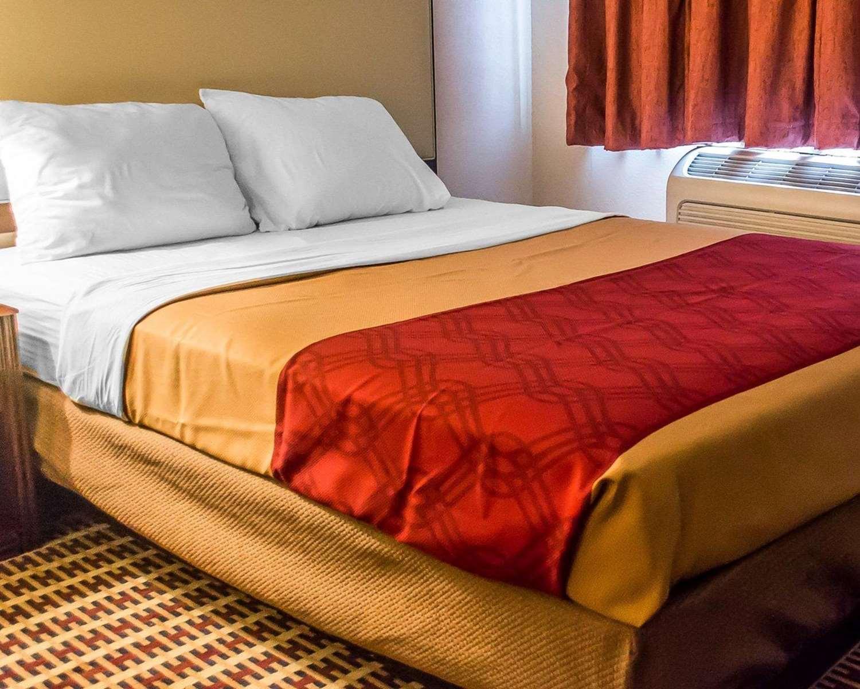 Suite - Econo Lodge Inn & Suites Warren