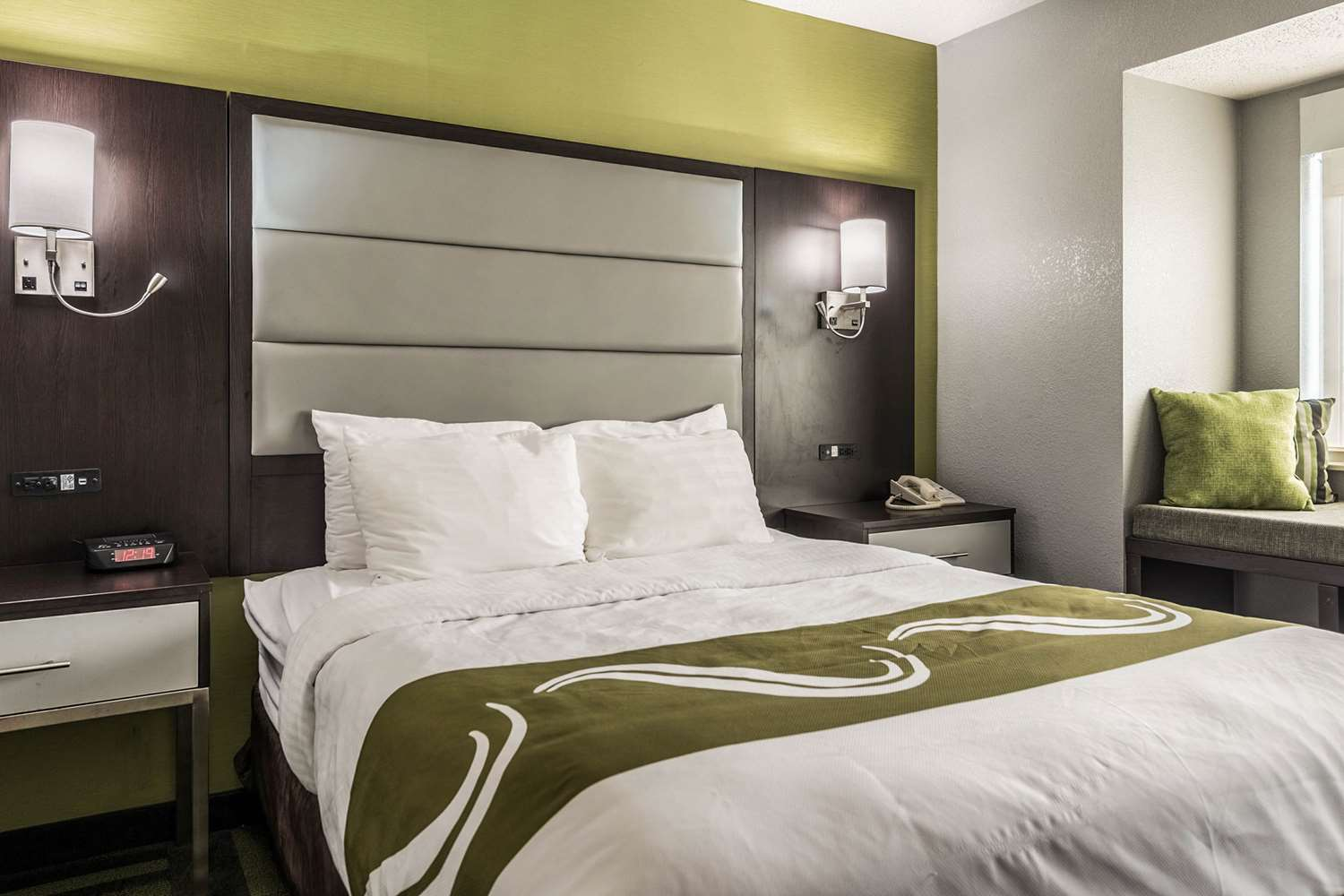 Room - Quality Inn Grove City