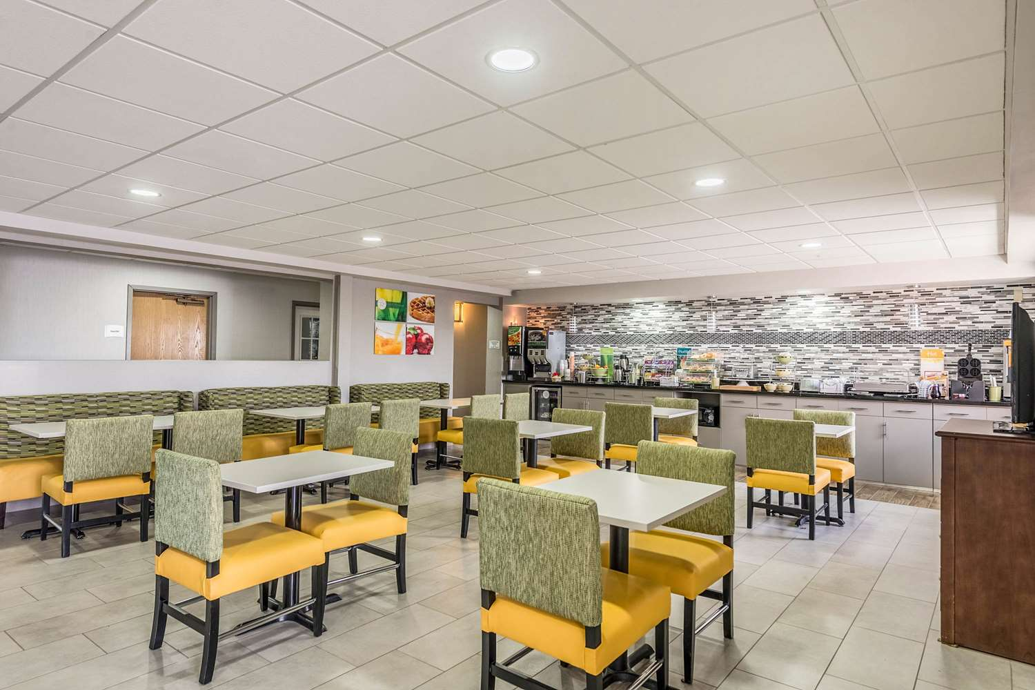 Restaurant - Quality Inn Grove City