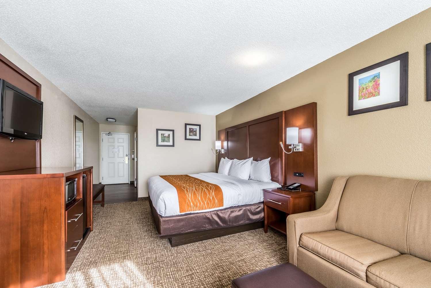 Room - Comfort Inn & Suites Dayton