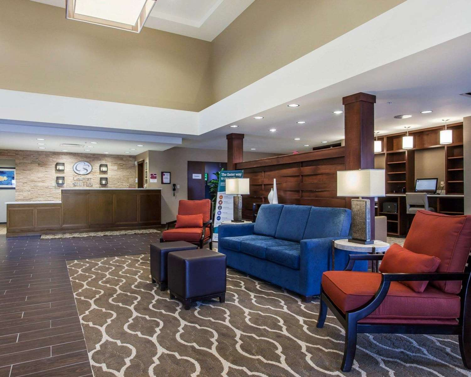 Lobby - Comfort Suites North Youngstown