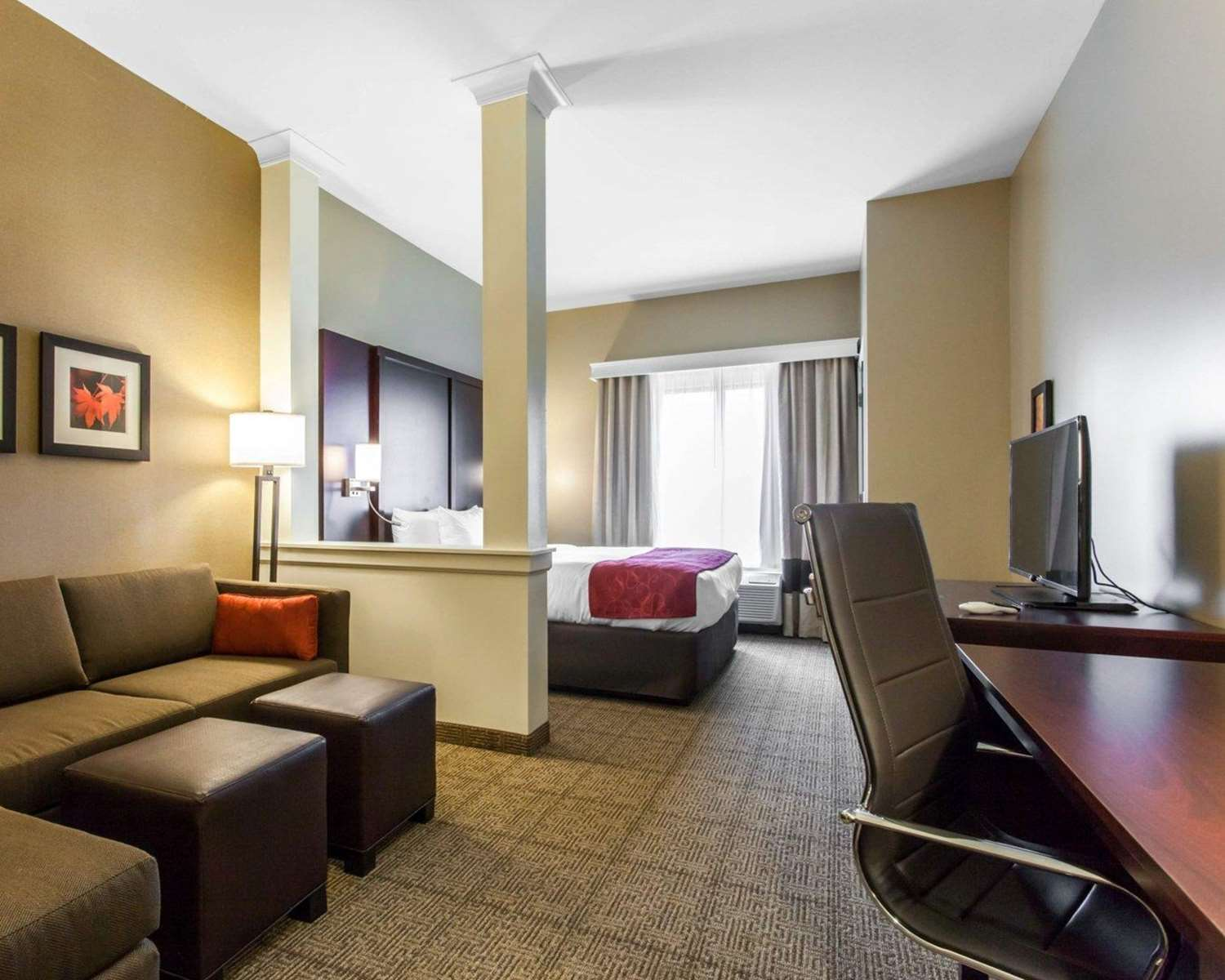 Room - Comfort Suites North Youngstown