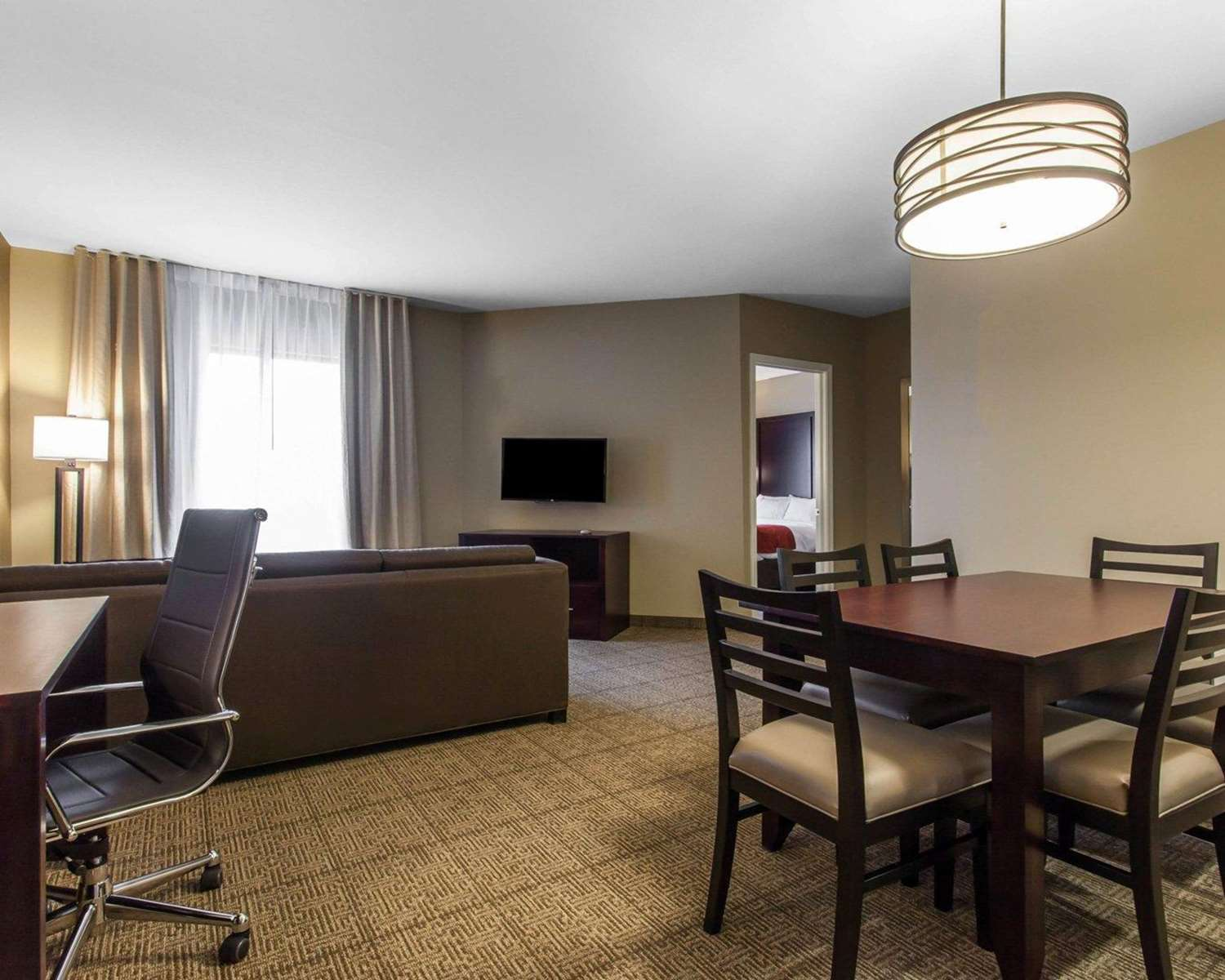 Suite - Comfort Suites North Youngstown