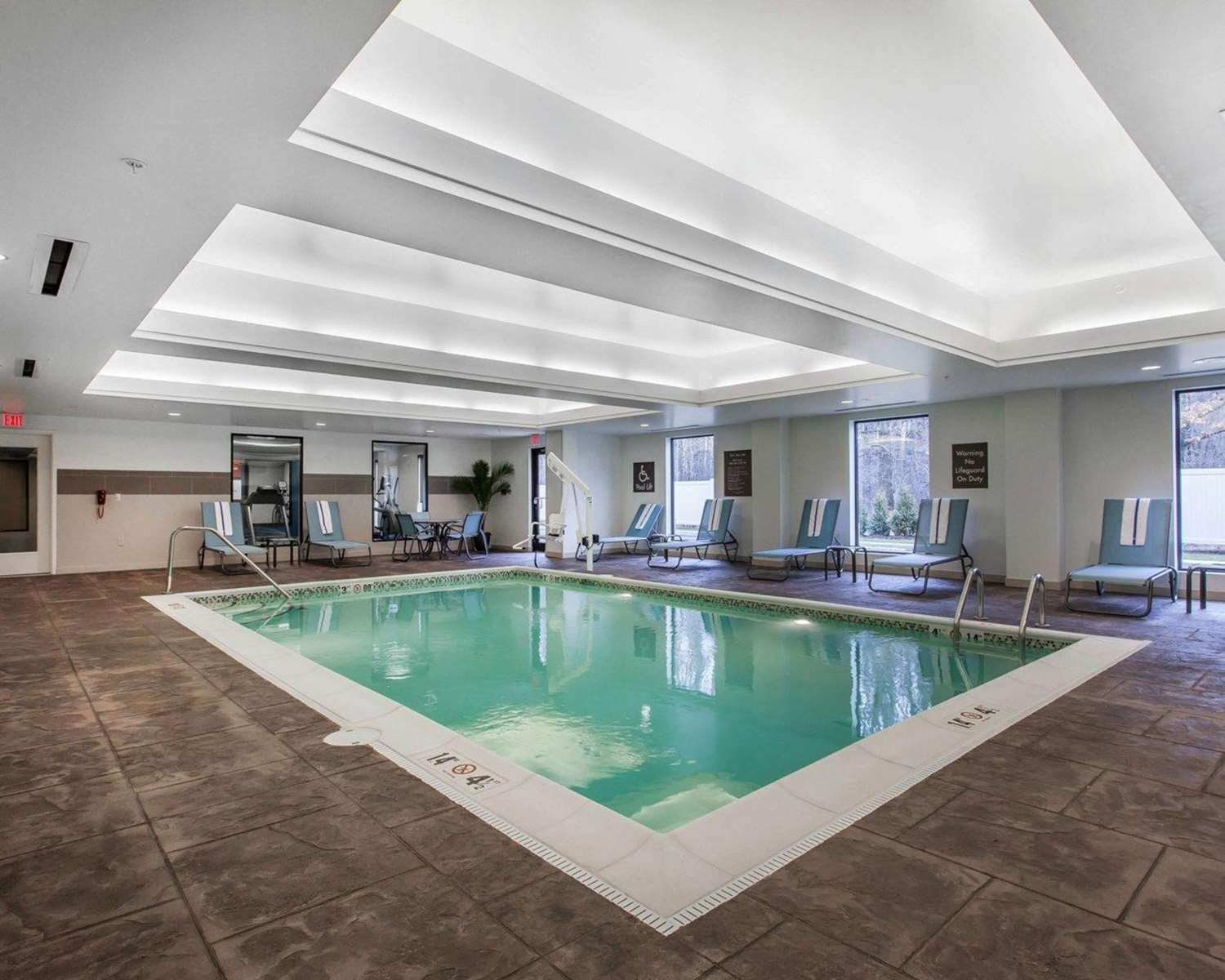 Pool - Comfort Suites North Youngstown