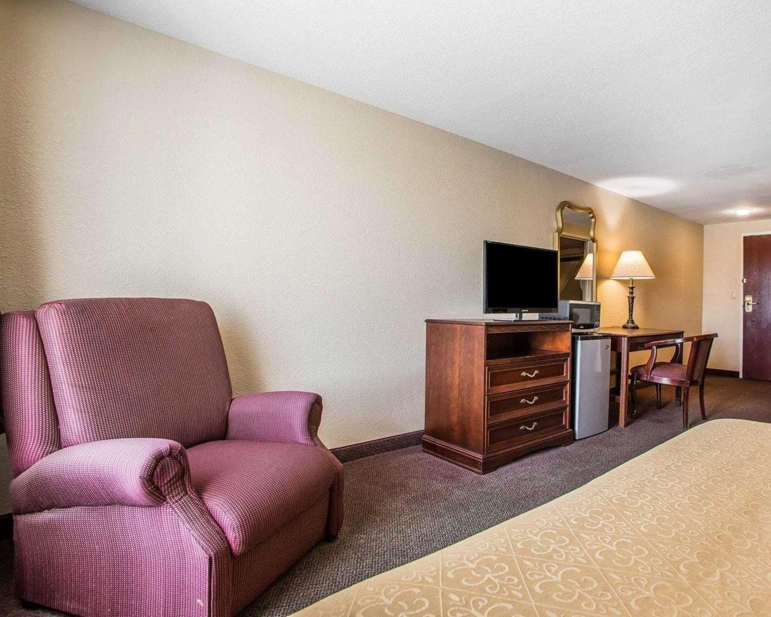 Room - Quality Inn & Suites Franklin