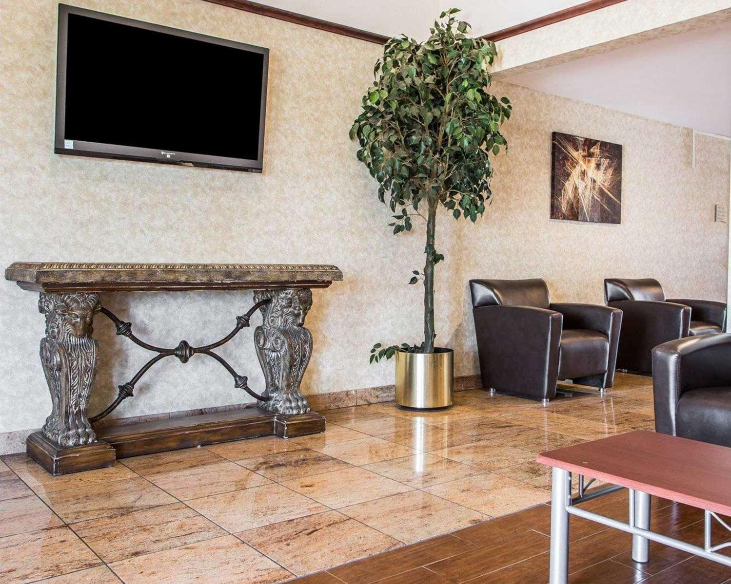 Lobby - Quality Inn & Suites Franklin