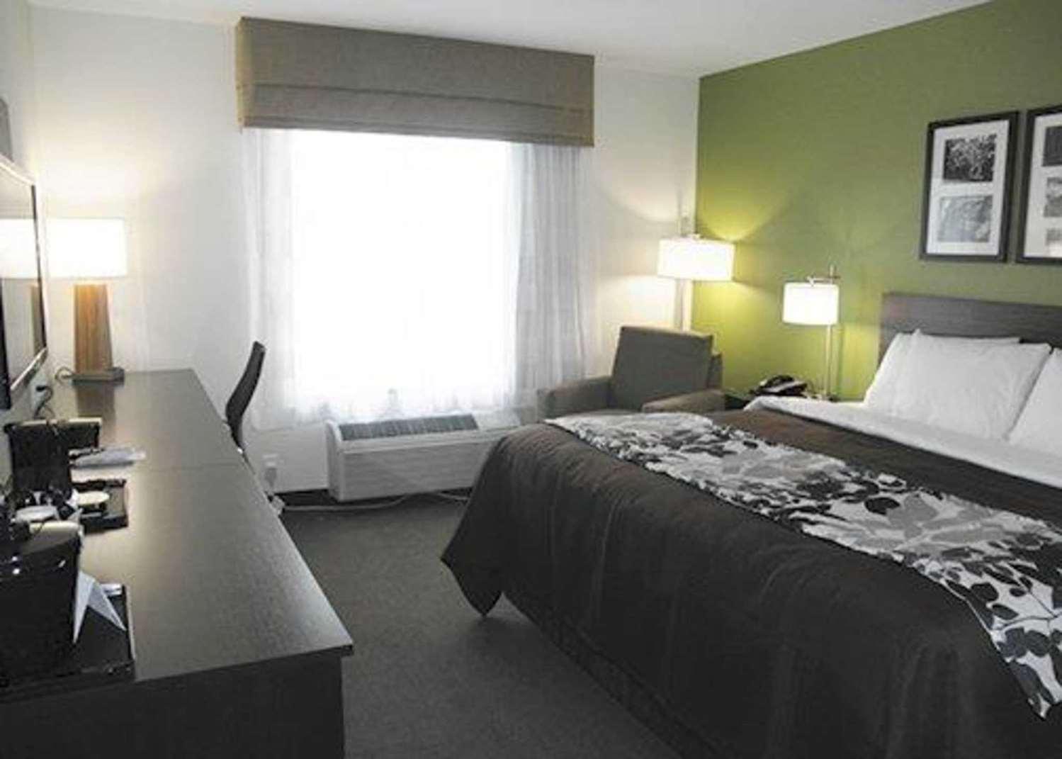 Room - Sleep Inn & Suites Belmont