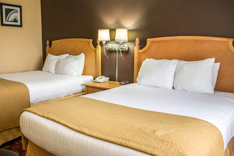 Room - Quality Inn Canton