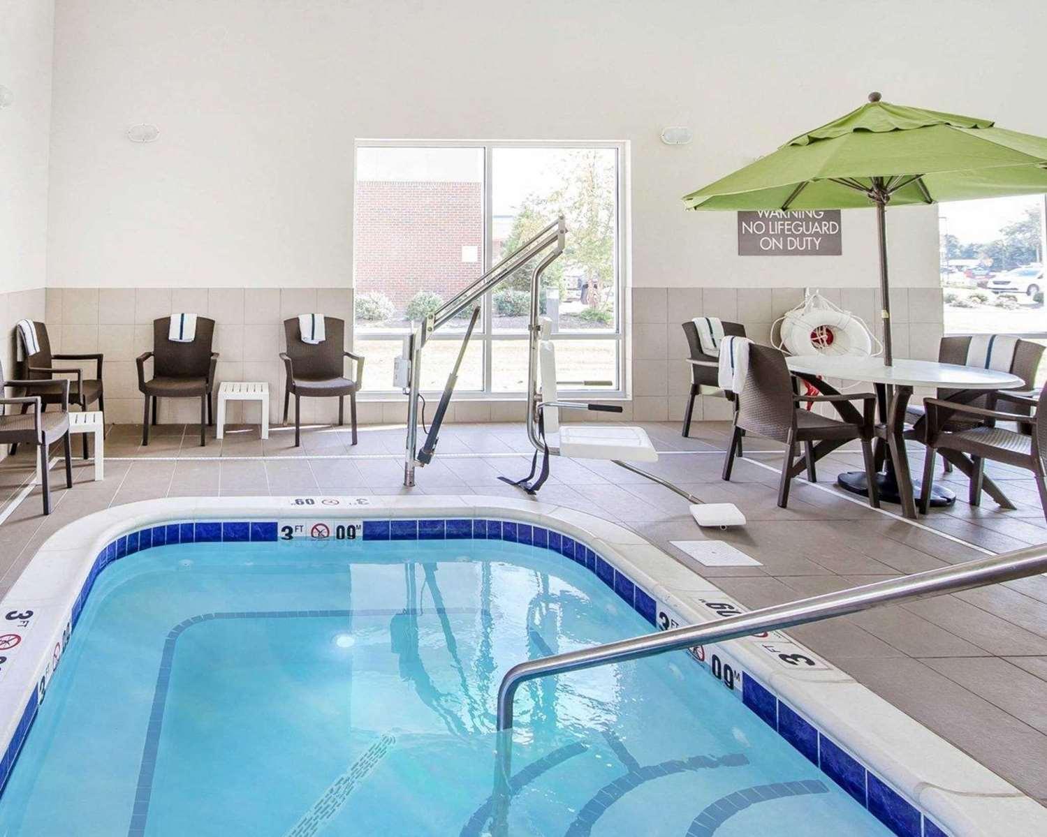 Pool - Comfort Suites Marietta