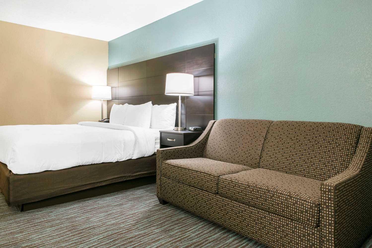 Room - Clarion Inn Dayton Airport Englewood