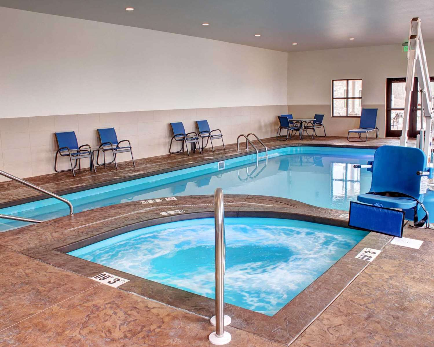 Pool - Comfort Inn & Suites Caldwell
