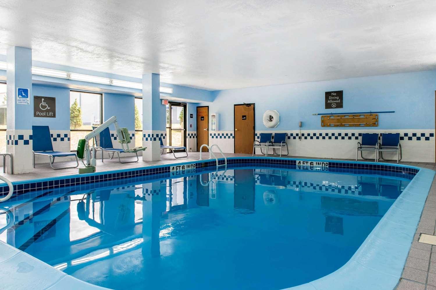 Pool - Comfort Inn Blue Ash
