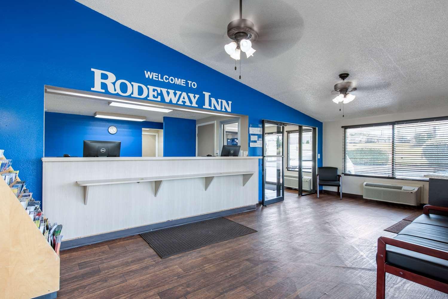 Lobby - Rodeway Inn Sharonville