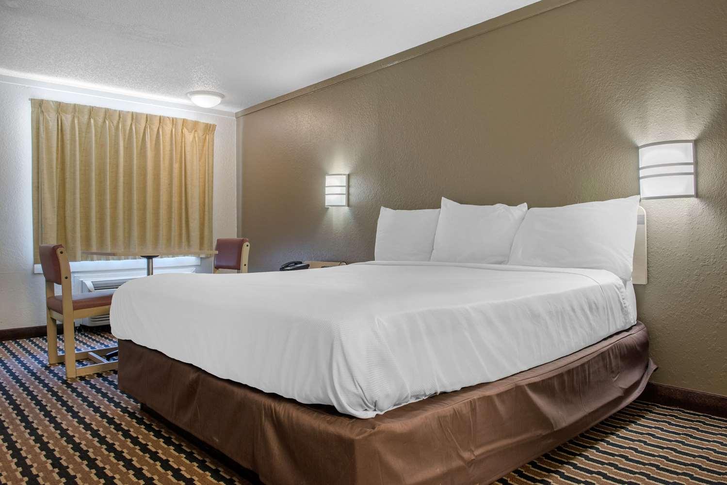 Room - Rodeway Inn Sharonville
