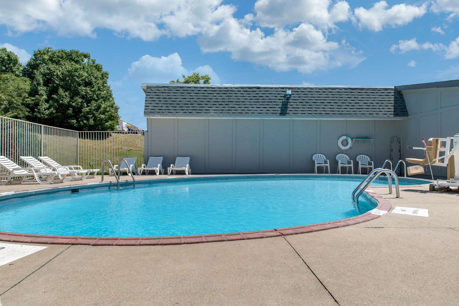 Pool - Rodeway Inn Sharonville