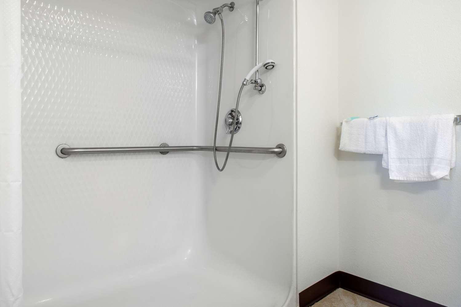 Suite - Rodeway Inn Sharonville
