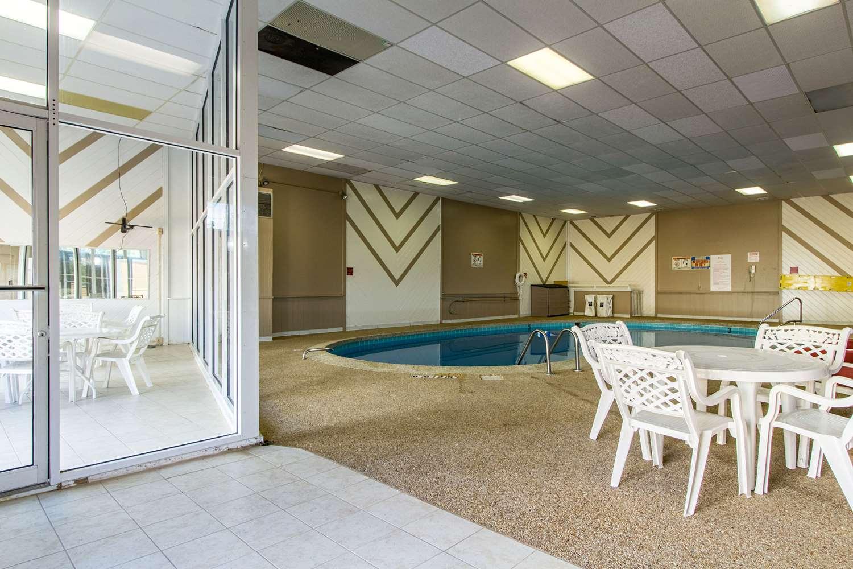 Pool - Quality Inn Wickliffe