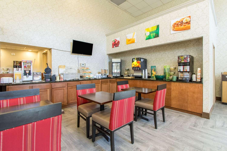 Restaurant - Quality Inn Wickliffe
