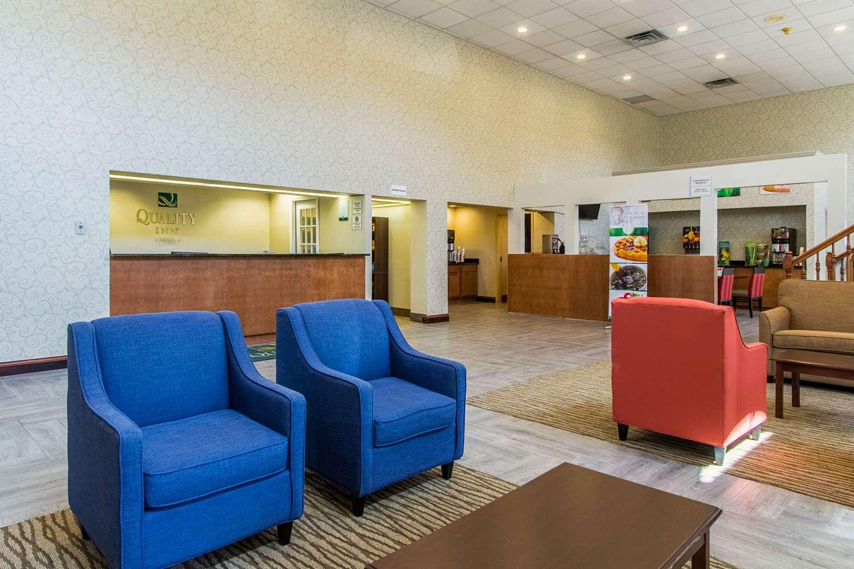 Lobby - Quality Inn Wickliffe