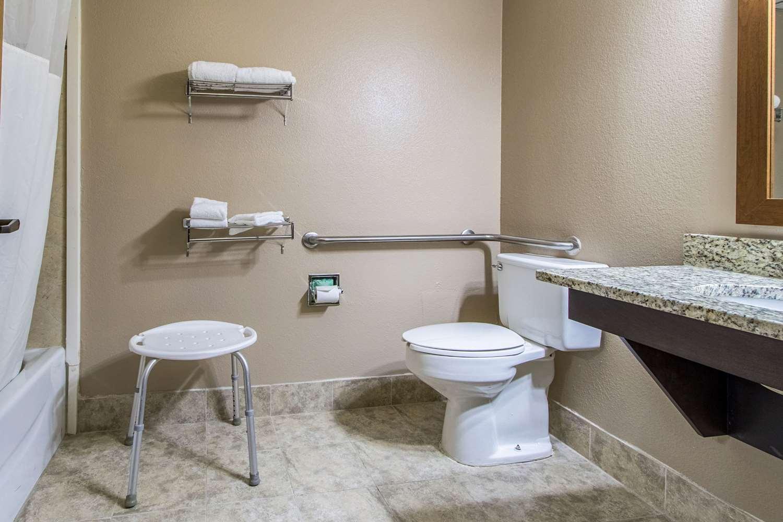 Room - Quality Inn Wickliffe