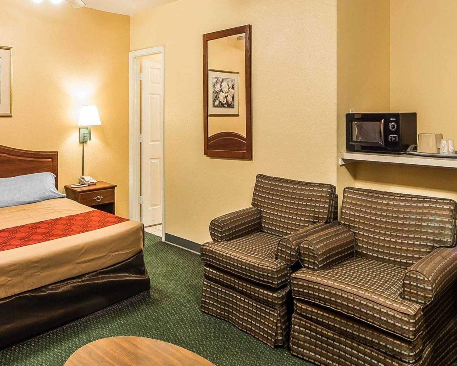 Econo Lodge Bartlesville, OK - See Discounts