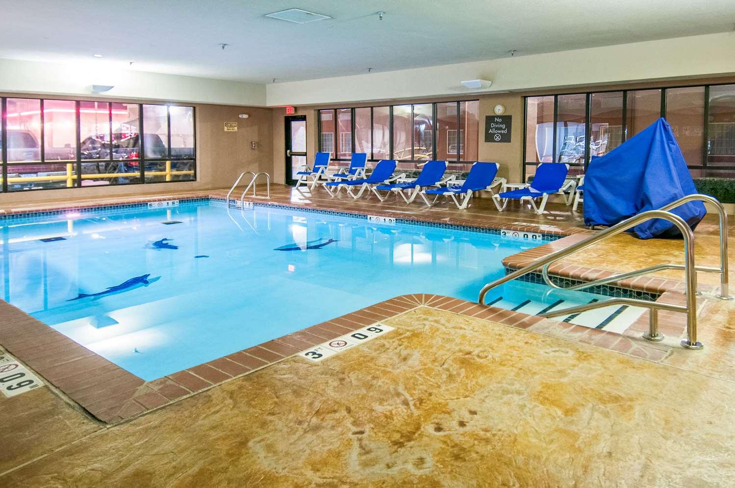 Pool - Comfort Inn & Suites Pauls Valley