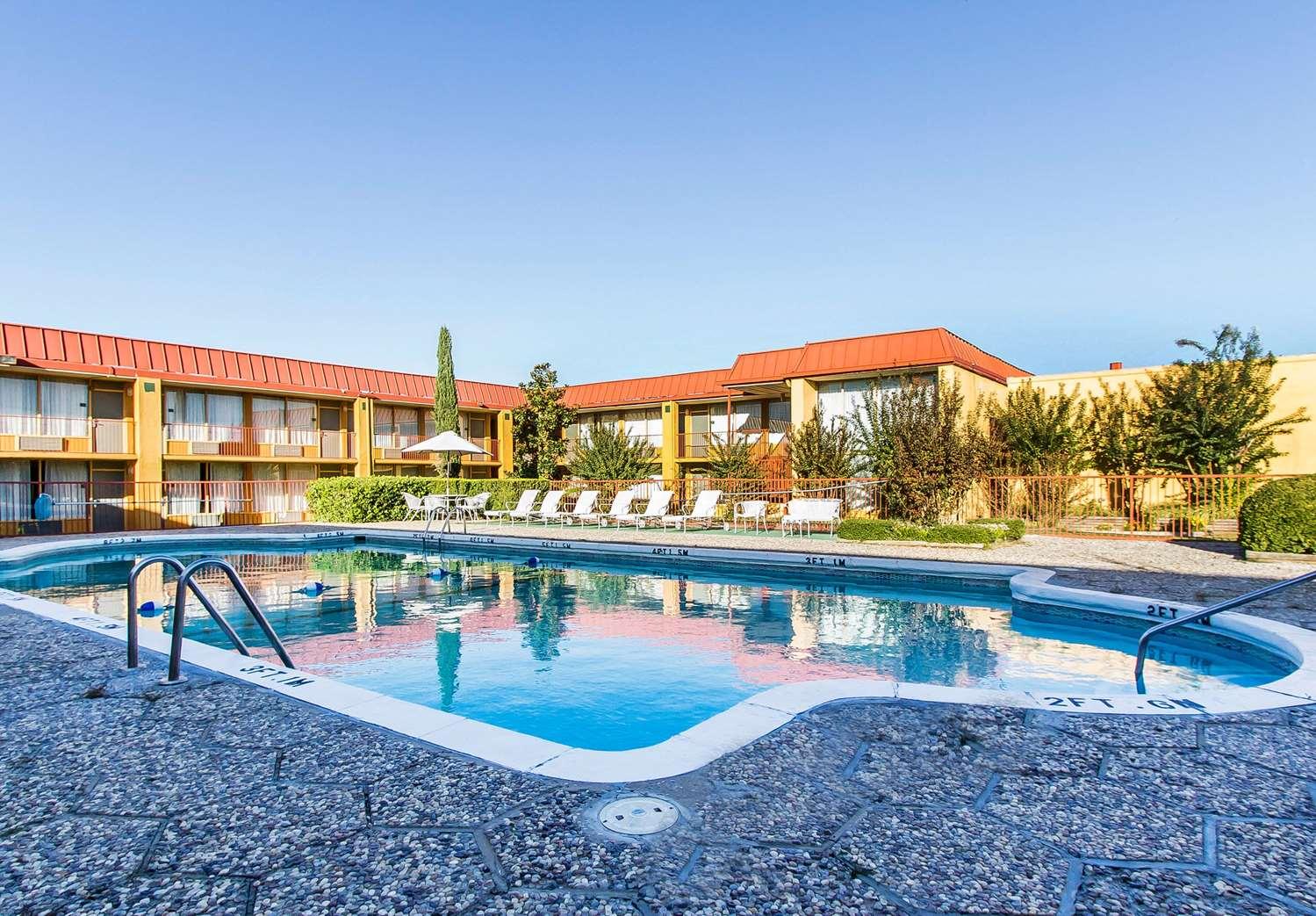 Pool - Quality Inn Ada