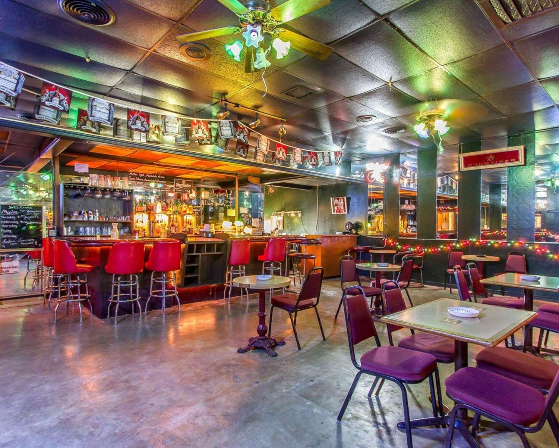 Bar - Quality Inn Ada