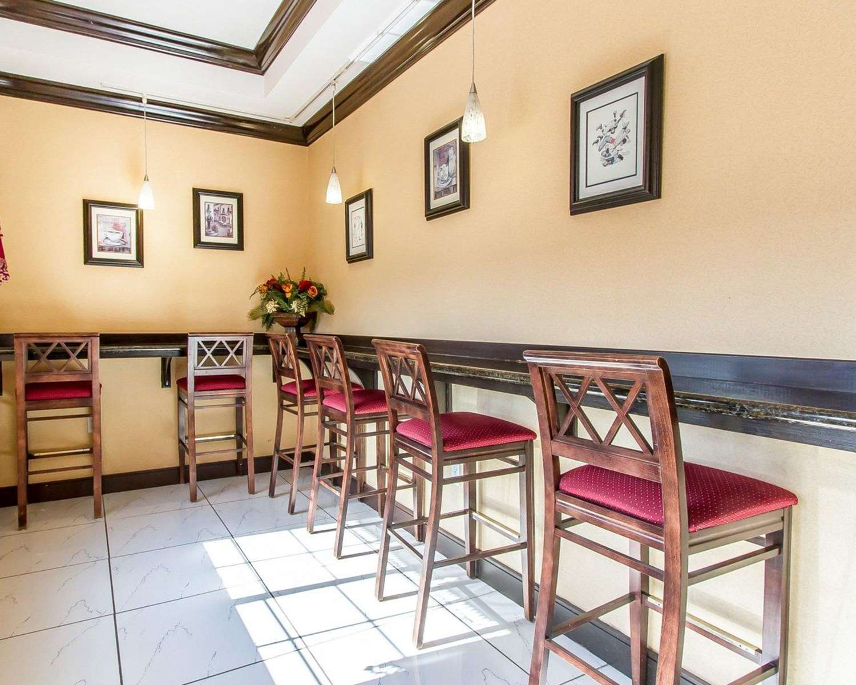 Restaurant - Comfort Inn & Suites Atoka