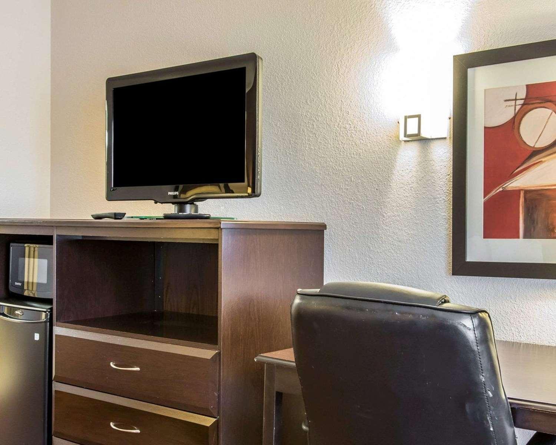 Room - Quality Inn & Suites Oklahoma City